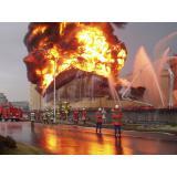 苫小牧での石油タンクの火災